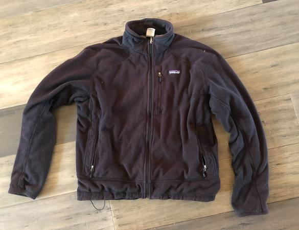 Photo Patagonia full zip fleece - $50