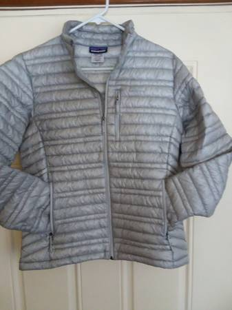 Photo Patagonia ladies DOWN MICRO PUFF jacket - $100 (Bozeman)