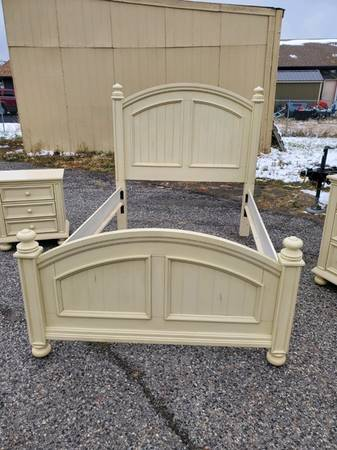 Photo Pottery Barn Full-Size Bed Set - $150 (Twice Treasured Thrift (81680 Gallatin Rd, Bozeman))