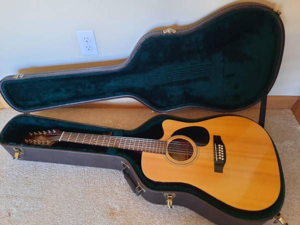 Photo TAKAMINE EG-335 SC 12-string Acoustic Electric Guitar - $325