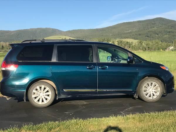 Photo Toyota Sienna 2012 AWD LE minivan 154,000 miles - $11,400 (Bozeman)