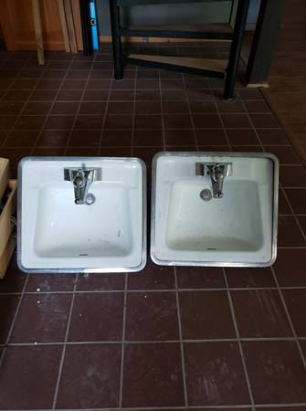 Photo Two vintage 7039s area, matching cast iron sinks... (Bozeman)