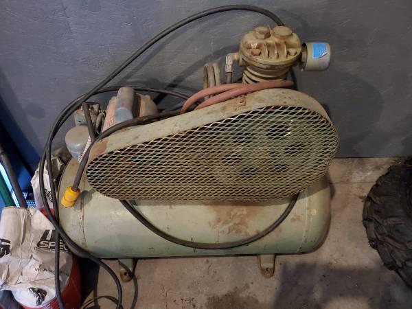 Photo Vintage air compressor - $200 (belgrade)