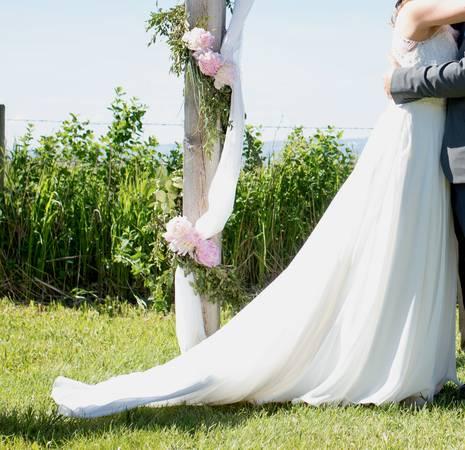 Photo Wedding Dress, used, A line, sleeveless, ivory, chiffon, train, size 1 - $350 (Bozeman)