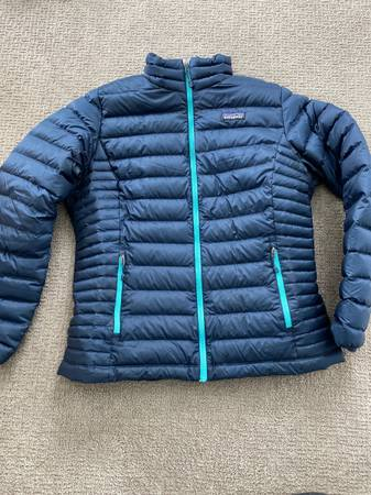 Photo Womens L Patagonia down sweater - $50 (Bozeman)
