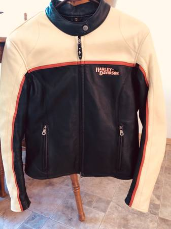 Photo Womens Size Medium Harley Davidson Leather Jacket - $90 (Bozeman)