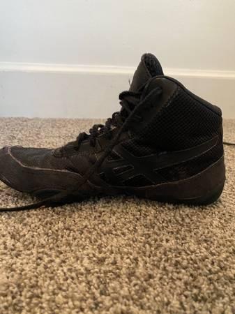 Photo Wrestling shoes - $5 (Manhattan)