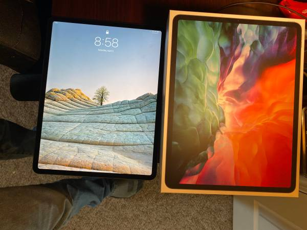 Photo iPad PRO 12.9 barely used with Apple Pencil Gen2 - $900 (Bozeman)