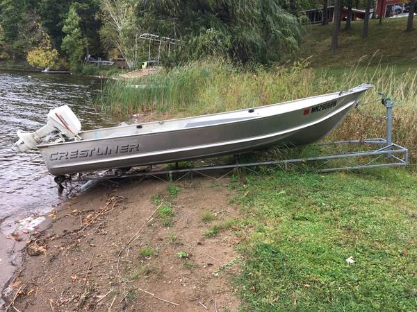 Photo 1439 Crestliner Aluminum Boat with 7.5hp Johnson motor and Shore R - $1600 (Aitkin)