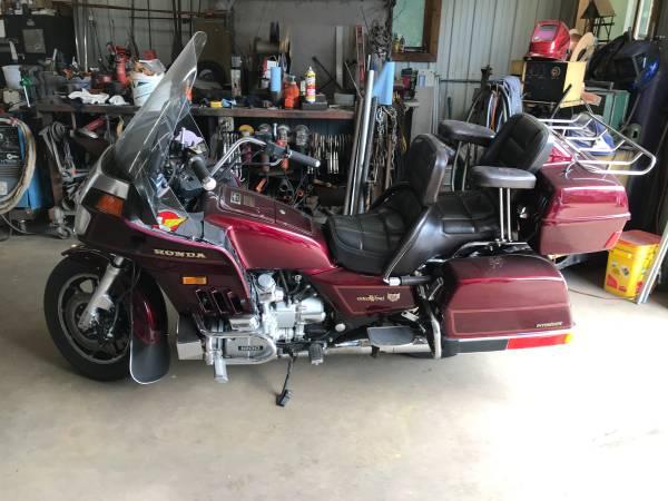 Photo 1984 Honda Goldwing 1200 Motorcycle - $2,000 (Crosby)