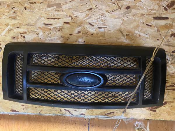 Photo Blacked out 2011 F150 Grill - $75 (Pine river)