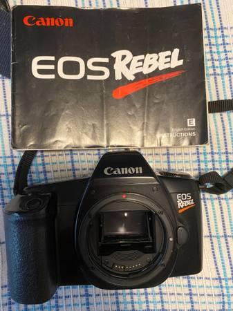 Photo Canon EOS Rebel film camera, lenses, and flashes - $140 (Minnetonka)