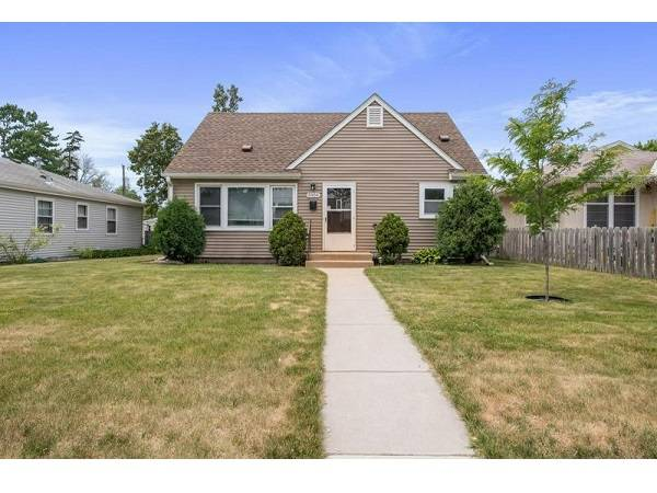 Photo Charming 1.5 story home is the perfect home to start with (5904 28TH AVE S)
