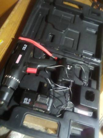 Photo Craftsman 13.2 drill and charger 1 Bat. And Case like New works excell - $30 (Brainerd)