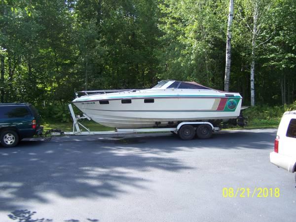 Photo Crestliner 26.539 twin engine boat - $5,000 (crosby)