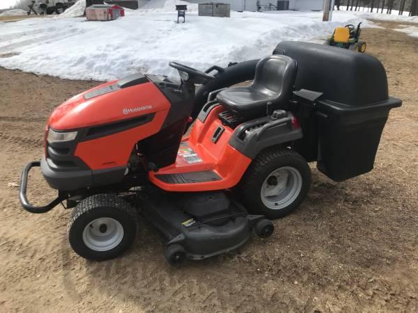 Photo Husqvarna lawn mower 54 deck with bagger - $1650 (Sebeka)