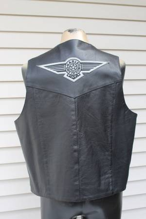Photo Leather Gallery Mens Size 48 (or XL ) Vest Motorcycle Harley Davidson - $40 (S Fargo)