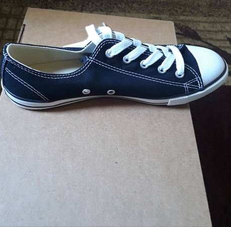 Photo New in box Size 7 Womens converse - $16 (St Cloud)
