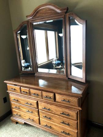 Photo Oak Dresser with Mirror - $250 (Nisswa MN)