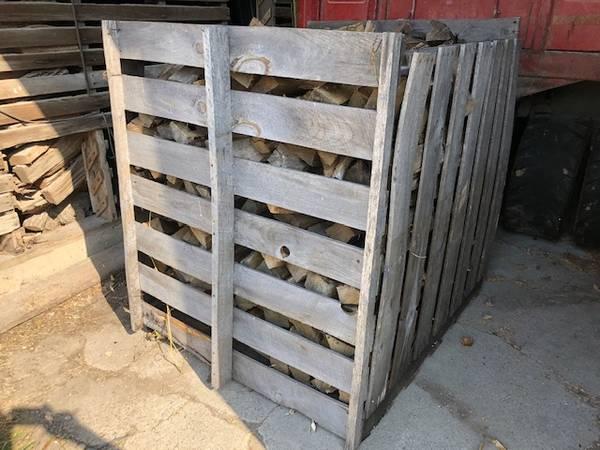Photo Oak firewood in a cube - $190 (elko new market)