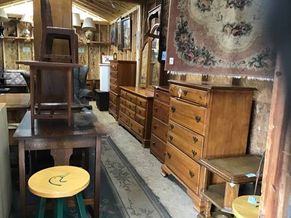 Photo SELECTION OF FURNITURE (Pequot Lakes)