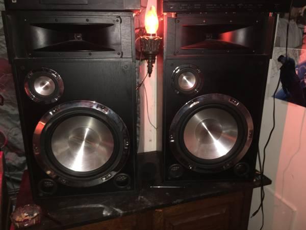 Photo Set of dogg digital audio 400 W three-way speakers - $60 (Garrison)