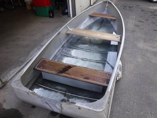 Photo VINTAGE 1239 CRESTLINER FISHING BOAT - $325 (NISSWA)