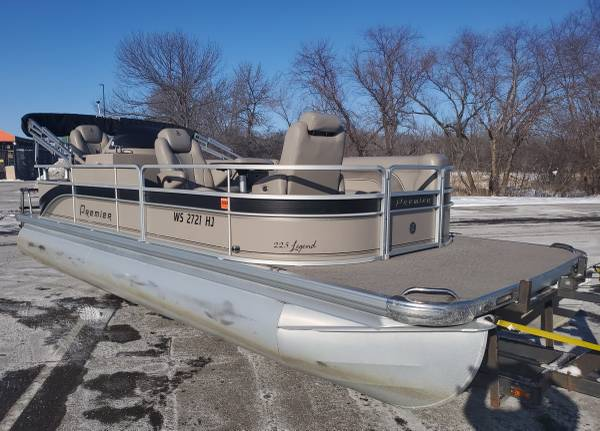 Photo Very Nice 2239 PREMIER Pontoon Boat 115 HP EFI Motor w Trailer Options - $20,900 (Remer, MN)