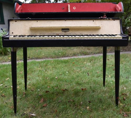 Photo Vintage 1956 WURLITZER ELECTRIC PIANO Model 112A - $800 (Mineapolis)
