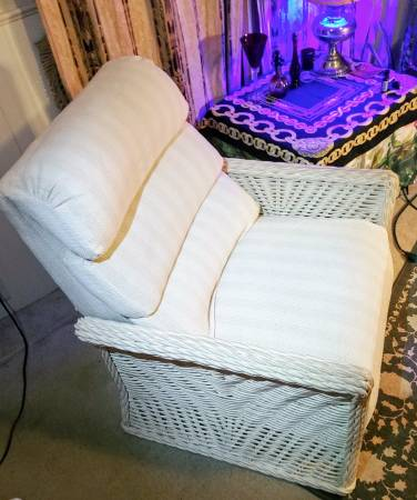 Photo Vintage Sam Moore White Wicker Recliner - $125 (Brainerd)