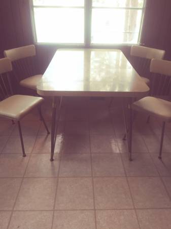 Photo Vintage kitchen table4 chairs - $75 (Crosslake)