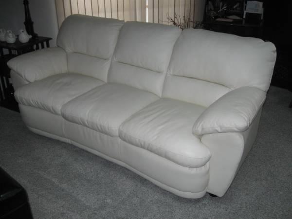 Photo WHITE LEATHER SOFA - $400 (BRAINERD)