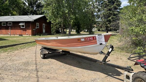 Photo crestliner boat - $400 (CROSBY)