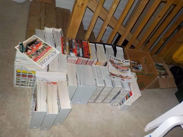 Photo several hundred prisitine auto magazines - $900 (New London)