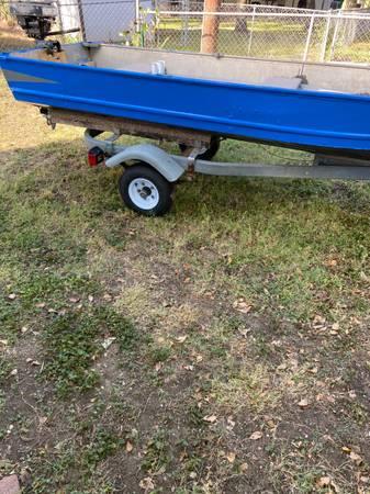 Photo 12 Aluminum Boat  Motor - $1,000 (Medical Center Area)