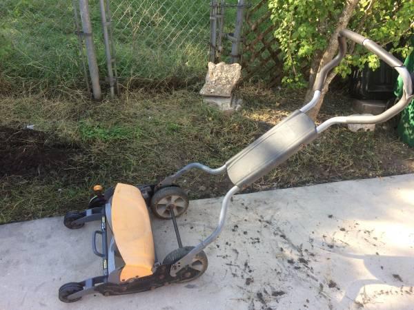 Photo 18quot Walk Behind Reel Lawn Mower - $45 (South East San Antonio)