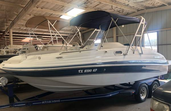 Photo 2003 Four Winns 21 foot boat - $14,995 (Spring Branch)