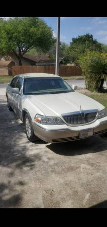 Photo 2007 Lincoln Towncar- low miles - $4500 (Brownsville)