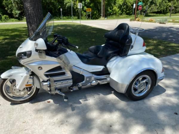 Photo 2012 Honda Goldwing 1800 Trike - $22,500 (New Braunfels)