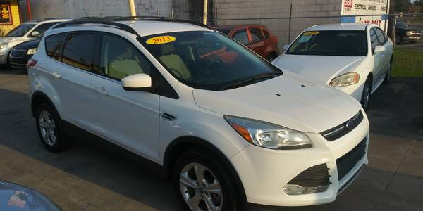 Photo 2013 Ford Escape. SEL - $6,300 (Brownsville)