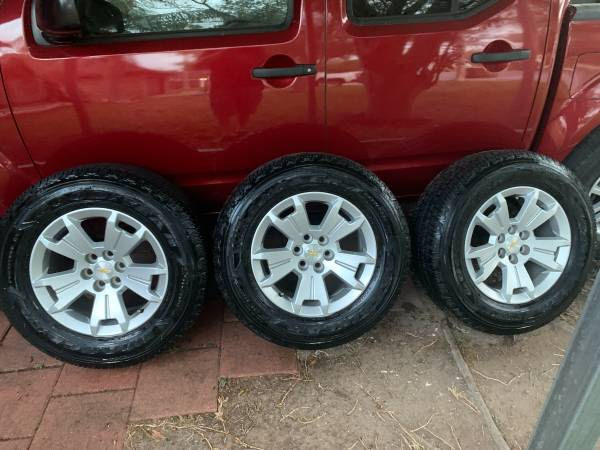 Photo 25565R17 Goodyear Wrangler with Chevrolet Colorado wheels - $450 (Brownsville)