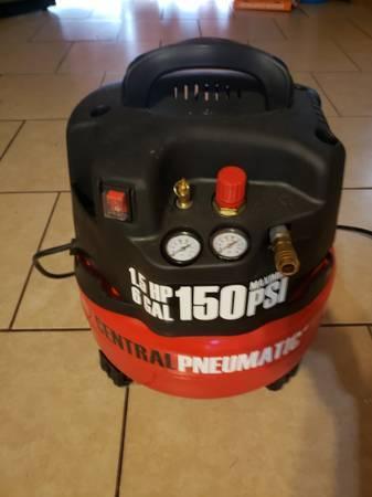 Photo 6 Gallon 1.5HP Air Compressor - $90 (Brownsville)