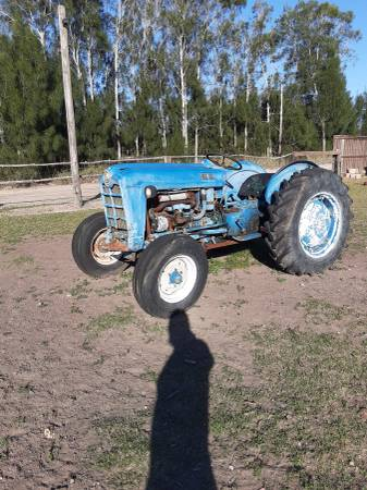 Photo Ford tractor o trade - $1000 (Los fresnos)
