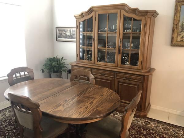 Photo Gorgeous Oak Dining Room Set - $650 (Harlingen)