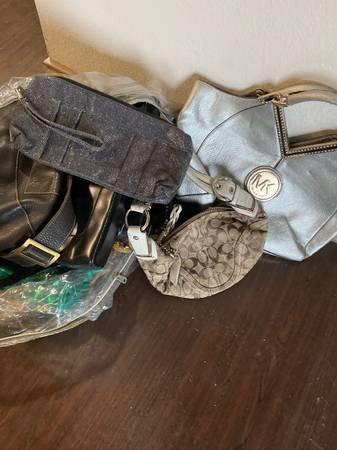 Photo Jacketsshoes scrubs blankets - $1 (Brownsville)