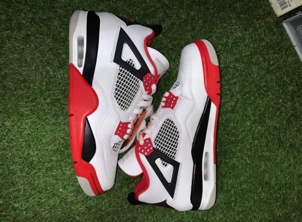 Photo Jordan 4 Retro Fire Red (2020) - $280 (Harlingen)