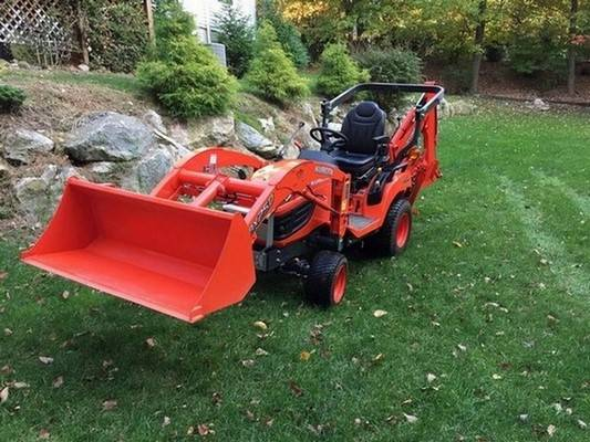 Photo Kubota BX25D with loader - - - $1,400