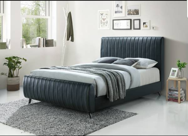 Photo New in box king size platform bed no box spring needed just the mattre - $499 (Pharr)