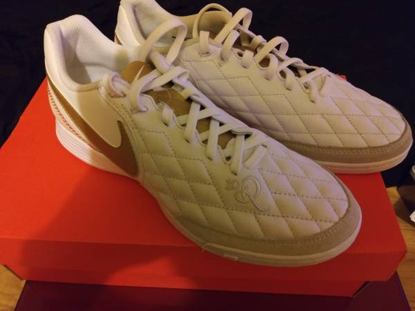 Photo Ronaldinho nike indoor soccer shoes - $50 (Brownsville)