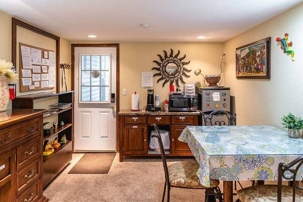 Photo Studio has private entrance and private bathroom (2319 Glen Ivy Dr San Antonio, TX)